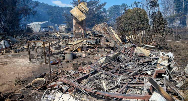 Fires in Victoria's south-west have damaged or destroyed close to 20 homes. Image: AAP