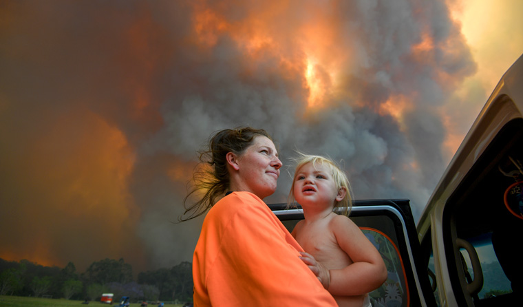 Mother and child in bushfire